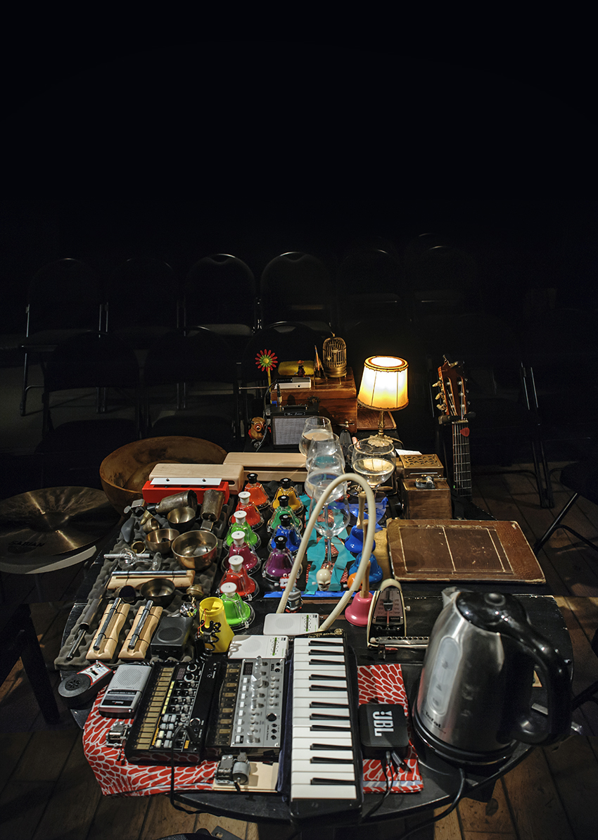 https://levellein.capi-agglo.fr/wp-content/uploads/2021/05/Concert-a-table-Claire-Diterzi_06sd-©-Fabrice-Buffart.jpg